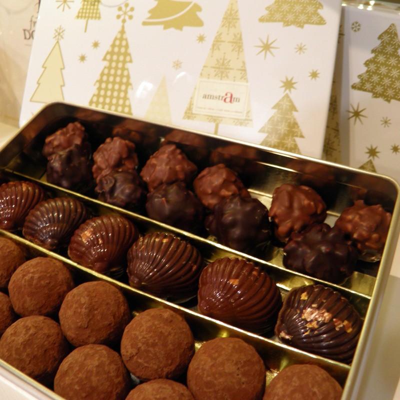 Boite en métal garnie de chocolats